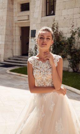 Классическое свадебное платье светлого пудрового оттенка