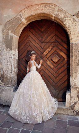 Кружевное свадебное платье в нежном пудровом цвете