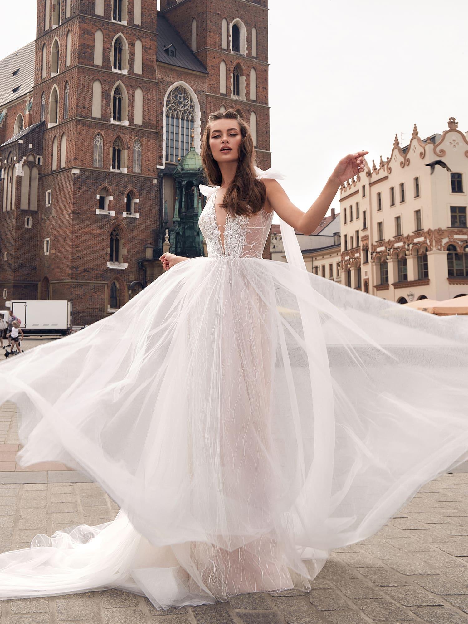a62b6cfcbd9 Свадебное платье Ariamo Mirabel. Купить свадебное платье в салоне ...