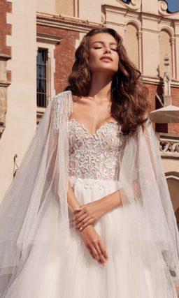 Свадебное платье А-силуэта с трапециевидной юбкой