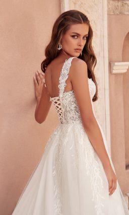 свадебное платье А-силуэта деликатного оттенка айвори