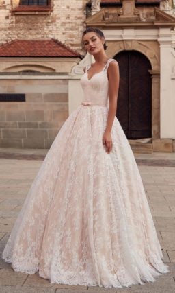 Нежное свадебное платье пудрово-розового цвета