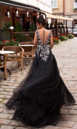 черное вечернее платье в пол с разрезом