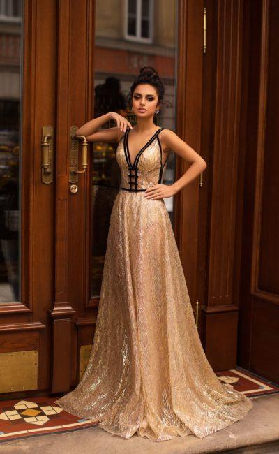 Стильное золотое платье