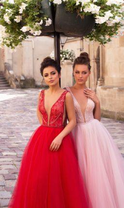 вечернее платье с пышной юбкой в красном и пудровом оттенках