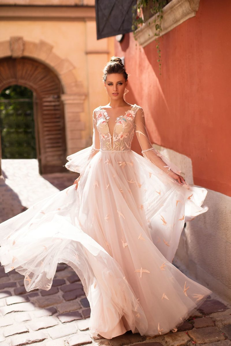 Белое молодежное платье