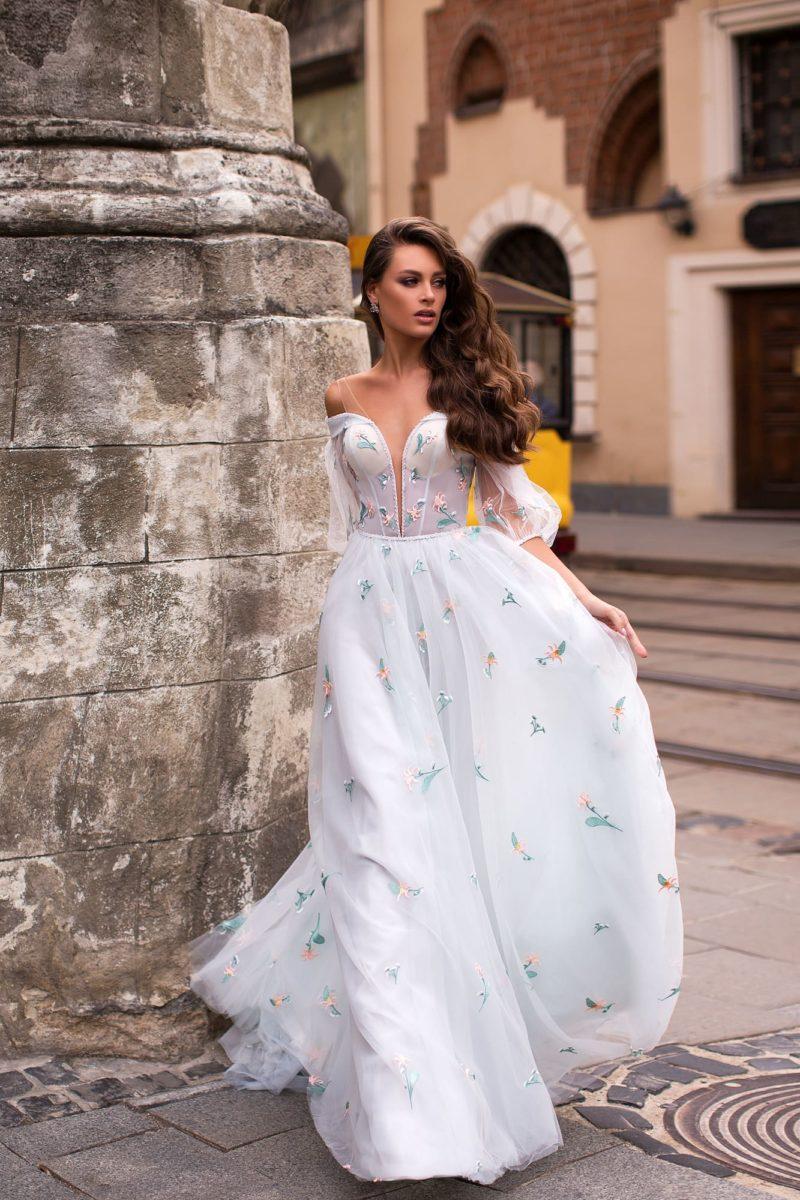 Нежное вечернее платье из легкого белого шифона