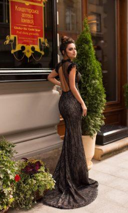 Эффектное вечернее платье в стиле nude
