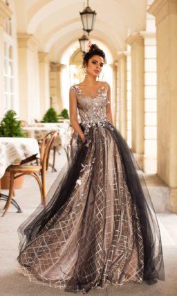вечернее платье с пышной юбкой и шлейфом в бежевых тонах