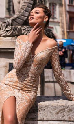 платье силуэта «русалка» с длинными рукавами и шлейфом