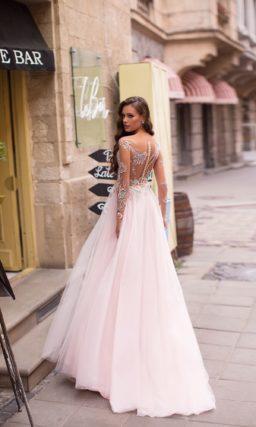 Романтичное вечернее платье в нежном розовом оттенке