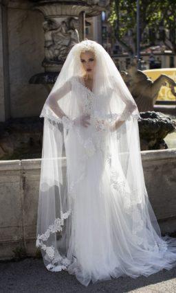 Роскошное свадебное платье с широкими прозрачными рукавами до локтя