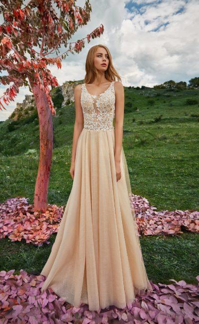 Свадебное платья простого прямого силуэта