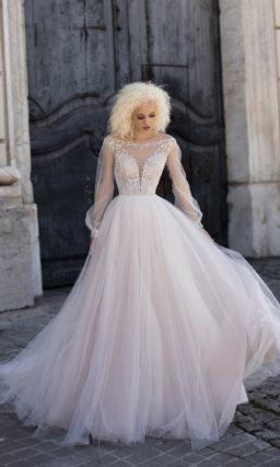 Нежное пышное свадебное платье с длинными прозрачными рукавами