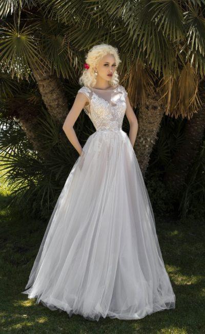 Изысканное свадебное платье с лифом из прозрачной ткани