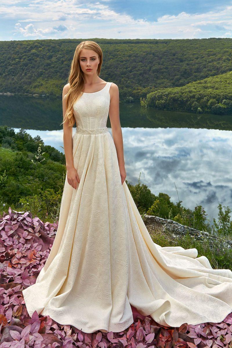 Лаконичное жаккардовое свадебное платье