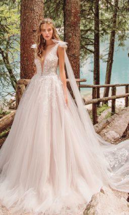 свадебное платье едва уловимого сиреневого оттенка