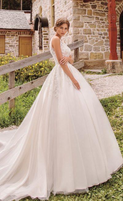 свадебное платье без рукавов с пышной юбкой