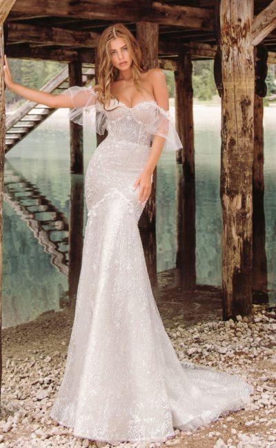 Серебристое открытое свадебное платье
