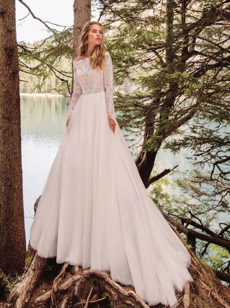свадебное платье с верхом из кружева и длинным рукавом
