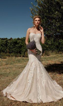 Свадебное платье в пудровом оттенке с силуэтом «русалка»