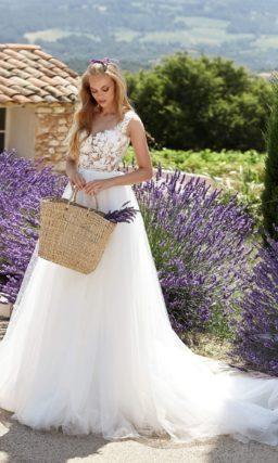 Нежное свадебное платье с корсетом