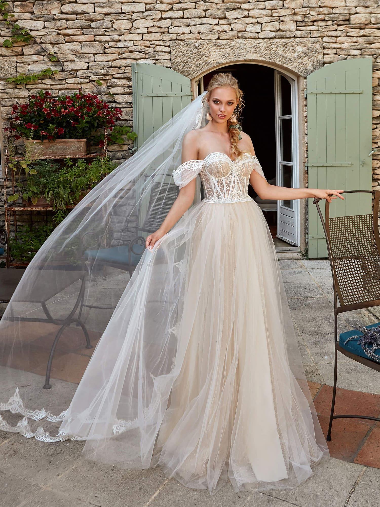 0c9e3db1be4 Свадебное платье Ariamo Latoya. Купить свадебное платье в салоне ...