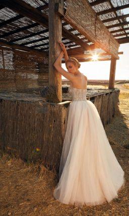 Изысканное свадебное платье цвета айвори