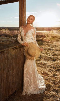 обтягивающее свадебное платье бежевого оттенка