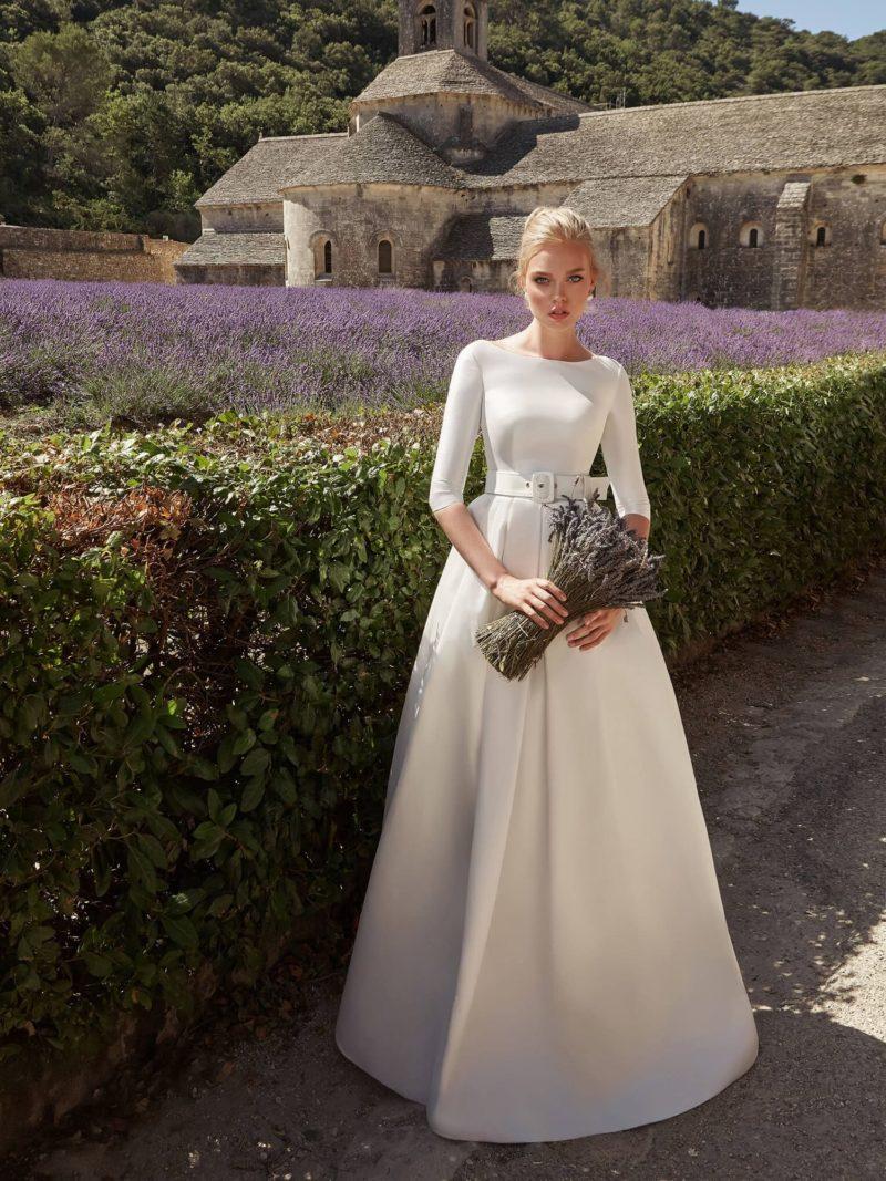 Лаконичное свадебное платье с закрытым верхом