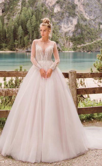 Розовое пышное свадебное платье с рукавом