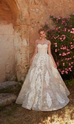 свадебное платье с открытым верхом в пудровом оттенке