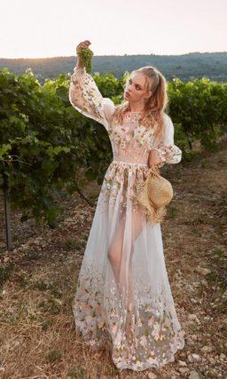 Необычное платье с вышивкой
