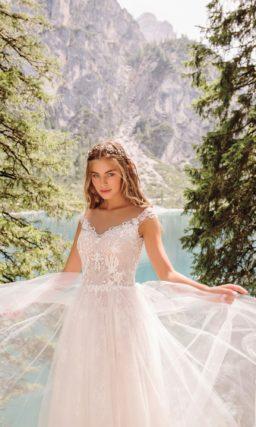 Розовое свадебное платье с приталенным силуэтом