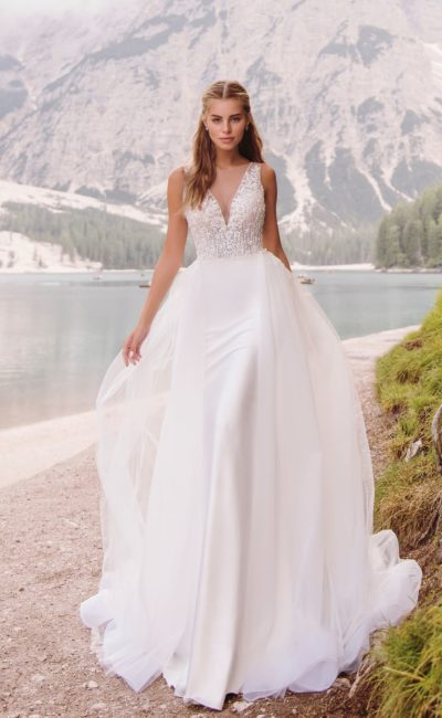 свадебное платье со стильным декором