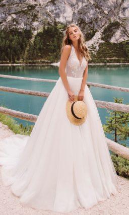 Нежное свадебное платье с пышным низом