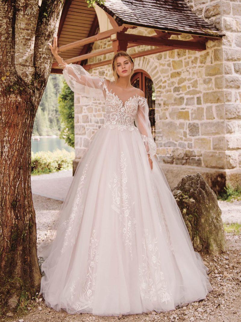 Свадебное платье с обнаженными плечами