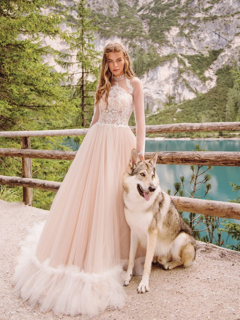 свадебное платье романтичного розового цвета