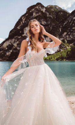 свадебное платье с соблазнительно открытым в глубоком декольте