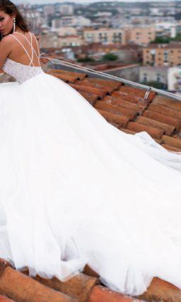 Пышное свадебное платье с великолепным декором