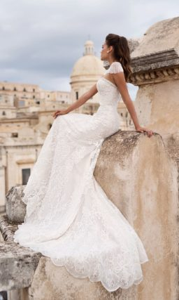 Стильное свадебное платье с элегантным силуэтом «русалка»