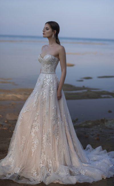 Восхитительное свадебное платье с открытыми плечами