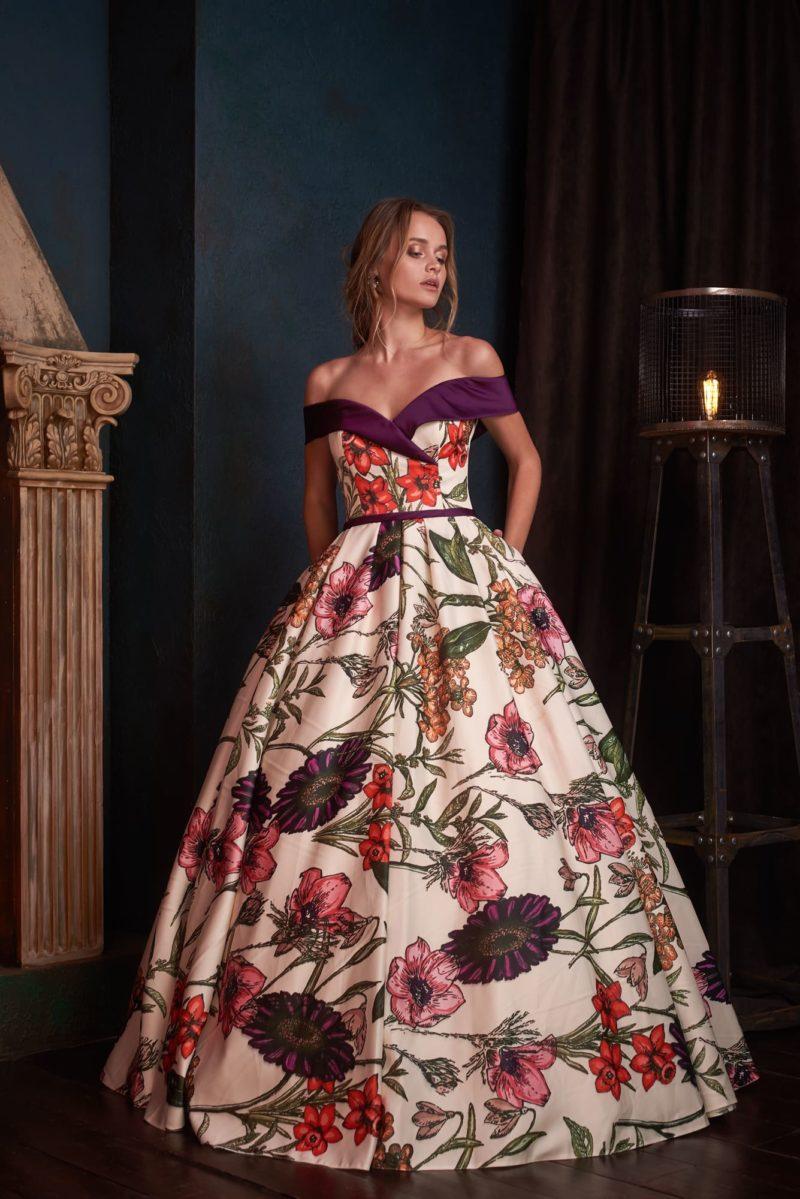 Роскошное вечернее платье с пышной юбкой и открытым верхом