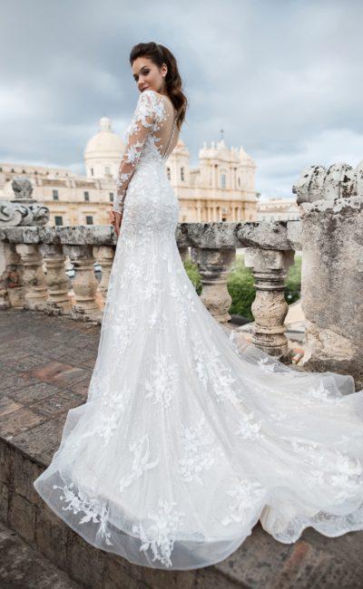 Ажурное платье с заниженной линией талии