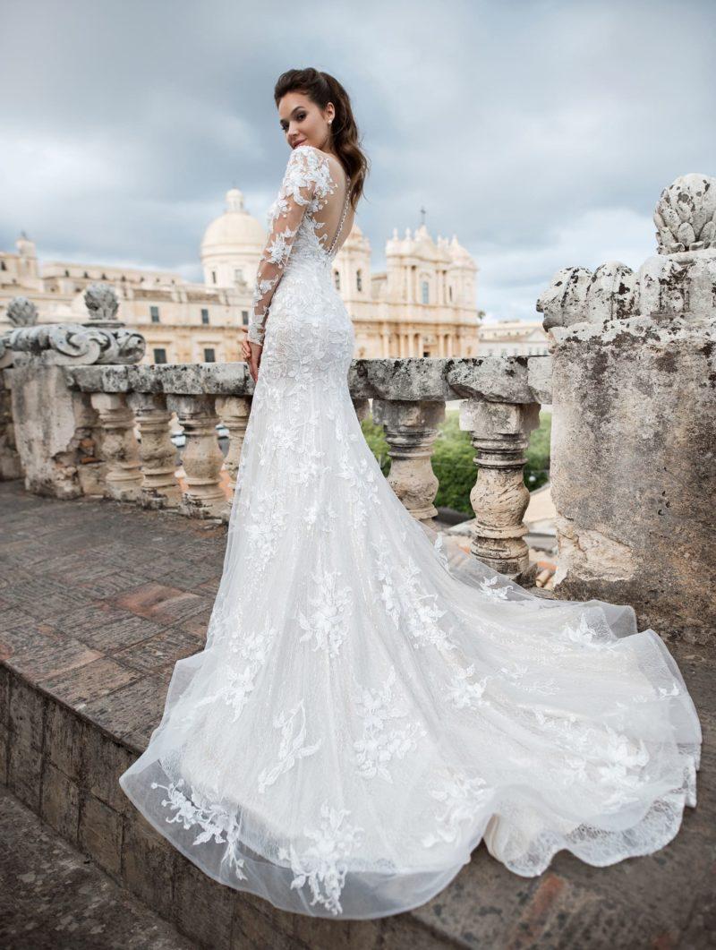 Ажурное свадебное платье с заниженной линией талии