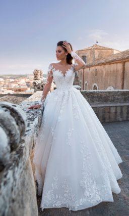 Бальное свадебное платье с расшитым корсетом