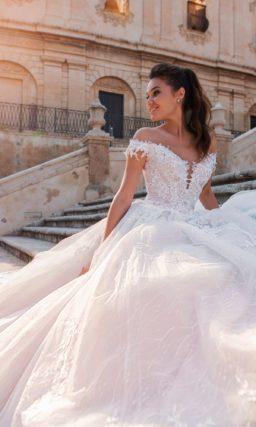 Свадебное платье с открытой линией плеч