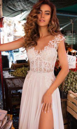 Красивое свадебное платье с высоким разрезом