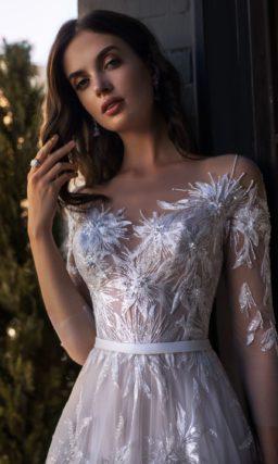 Прекрасное расшитое свадебное платье