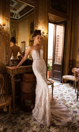 Элегантное свадебное платье пудового оттенка